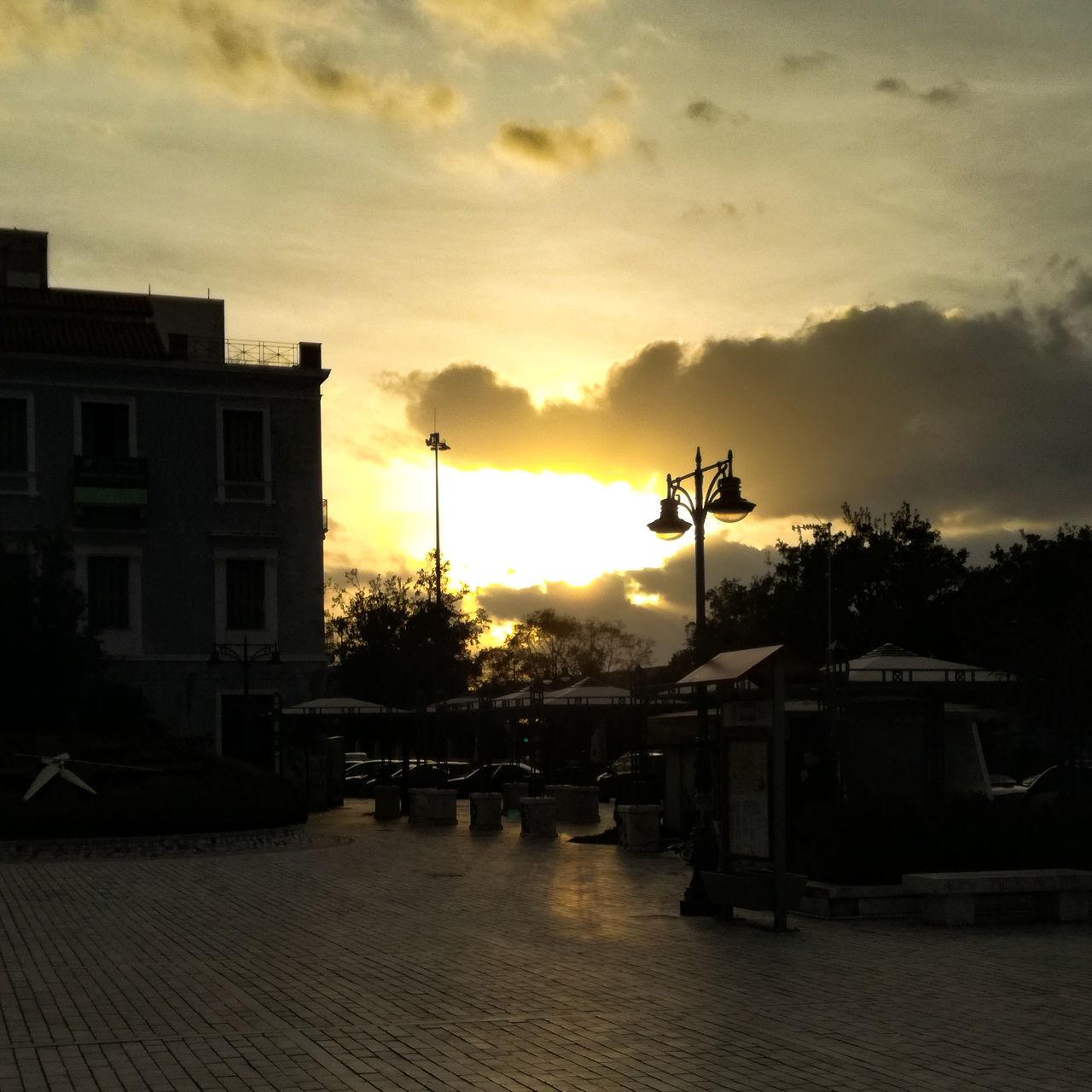 Beautiful sunset 🌇 First Eyeem Photo Outdoors EyeEmNewHere EyeEm Best Shots - Nature Cloud - Sky EyeEm City Sun Sunset Sunshine ☀ EyeEmNewHere