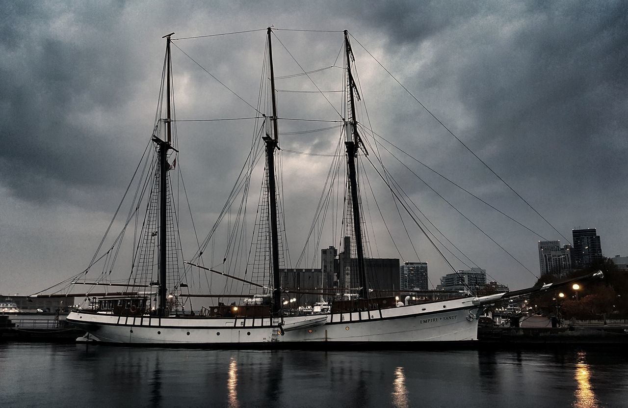 2 weeks, still no passengers...⛵👻 First Eyeem Photo Moonlight Moody Photography Photooftheday Picoftheday Picture Boat Toronto Harbourfront Tones Agameoftones 6ix Primeshots Explore