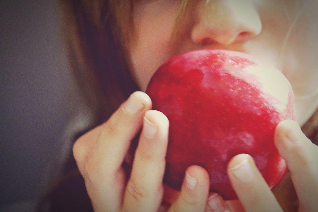 Apple Eye4photography  I Love My Kids Yummy Taking Photos Eat More Fruit Vegetables & Fruits Fruits :) Healthy Food Enjoying Life