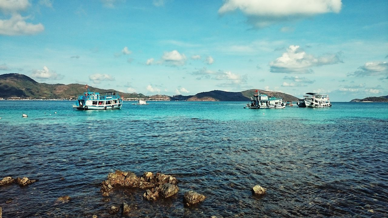 Seaview Small Islands Boats Blue Water Blue Sky White Clouds Nam Du Islands Vietnam
