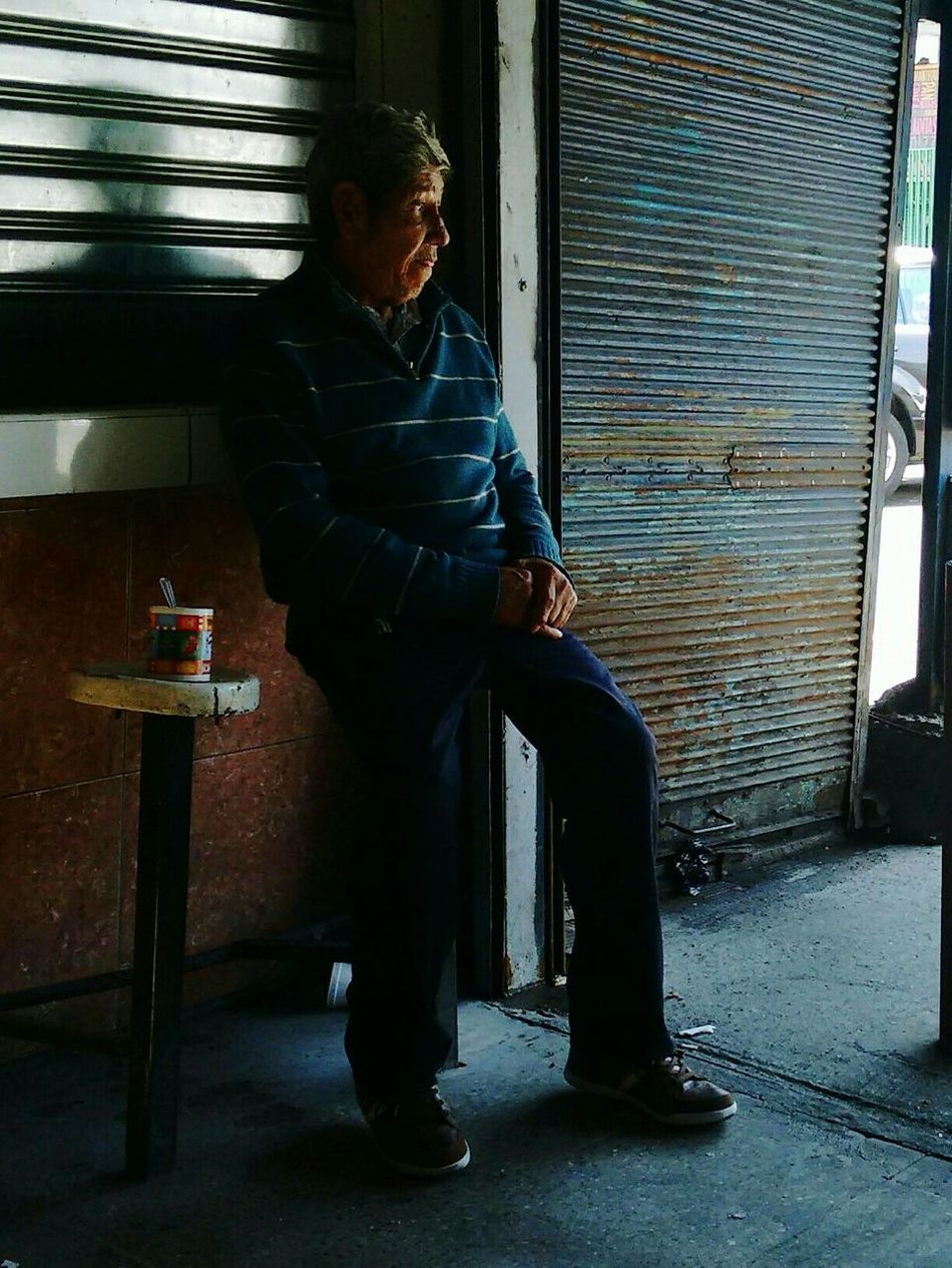 Streetphotography People_and_world Relaxing Moments Peoplephotography Santiago De Chile People Photography Sudamerica Relaxing Time Relaxing Streephotographer Estacionmapocho