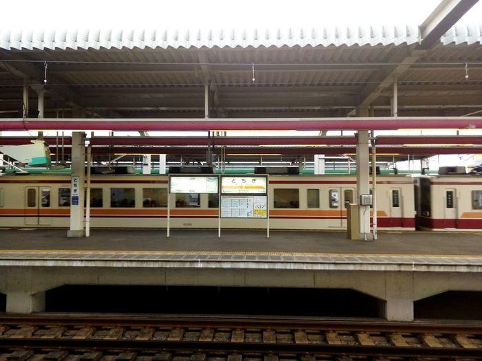 栃木駅、東武線プラットホームと東武6050型 Railroad Station Railroad Station Platform Station Tochigi Japan Pink Colors Trains Tobu Line