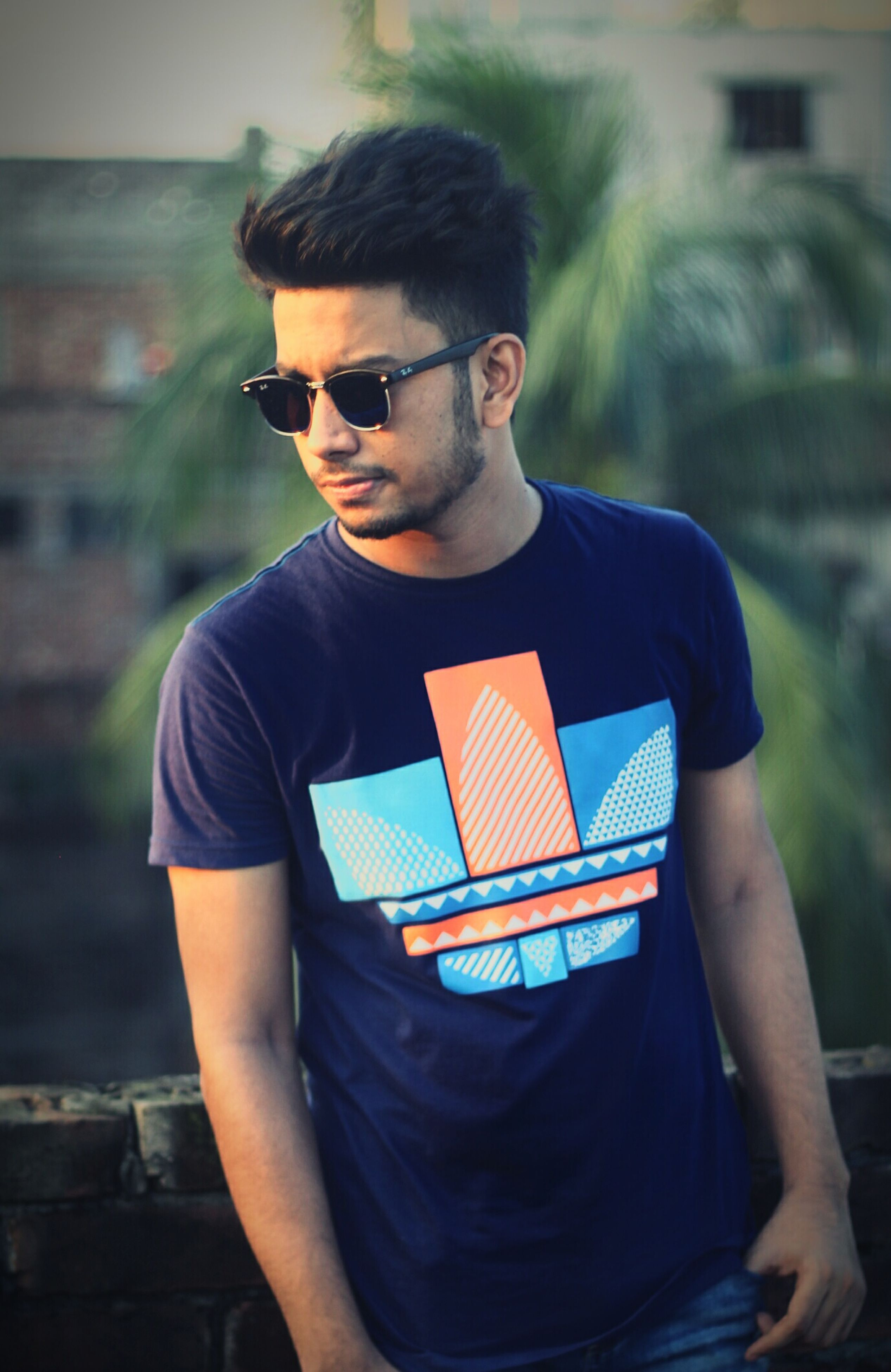 standing, young adult, focus on foreground, casual clothing, sunglasses, lifestyles, young men, leisure activity, front view, looking down, handsome, person, blue, attitude