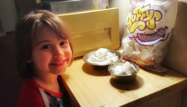 Sweet Things Malvaviscos Candy Marshmellow Golosinas Marshmallow Marshmallows Kid Eating Marshmallow Candys Dulces Golosinas Yum Kids Being Kids