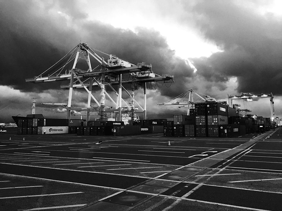 EyeEm Eye Em Around The World EyeEm Best Shots Crane Truck Career Container EyeEm Gallery Black And White EyeEmBestPics Monochrome Blackandwhite