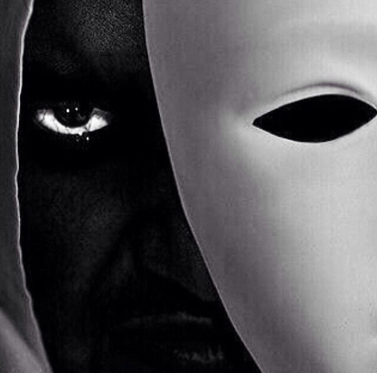 لا تحكم على الناس من المظهر الخارجي فا المظهر تخدع العيون و الروح ولاكن الأفعال هي التي تدل على الناس