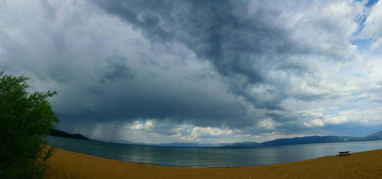 Watching the rain come this way. Virga Rain Clouds And Sky Lake Tahoe Being A Beach Bum California Nature_collection