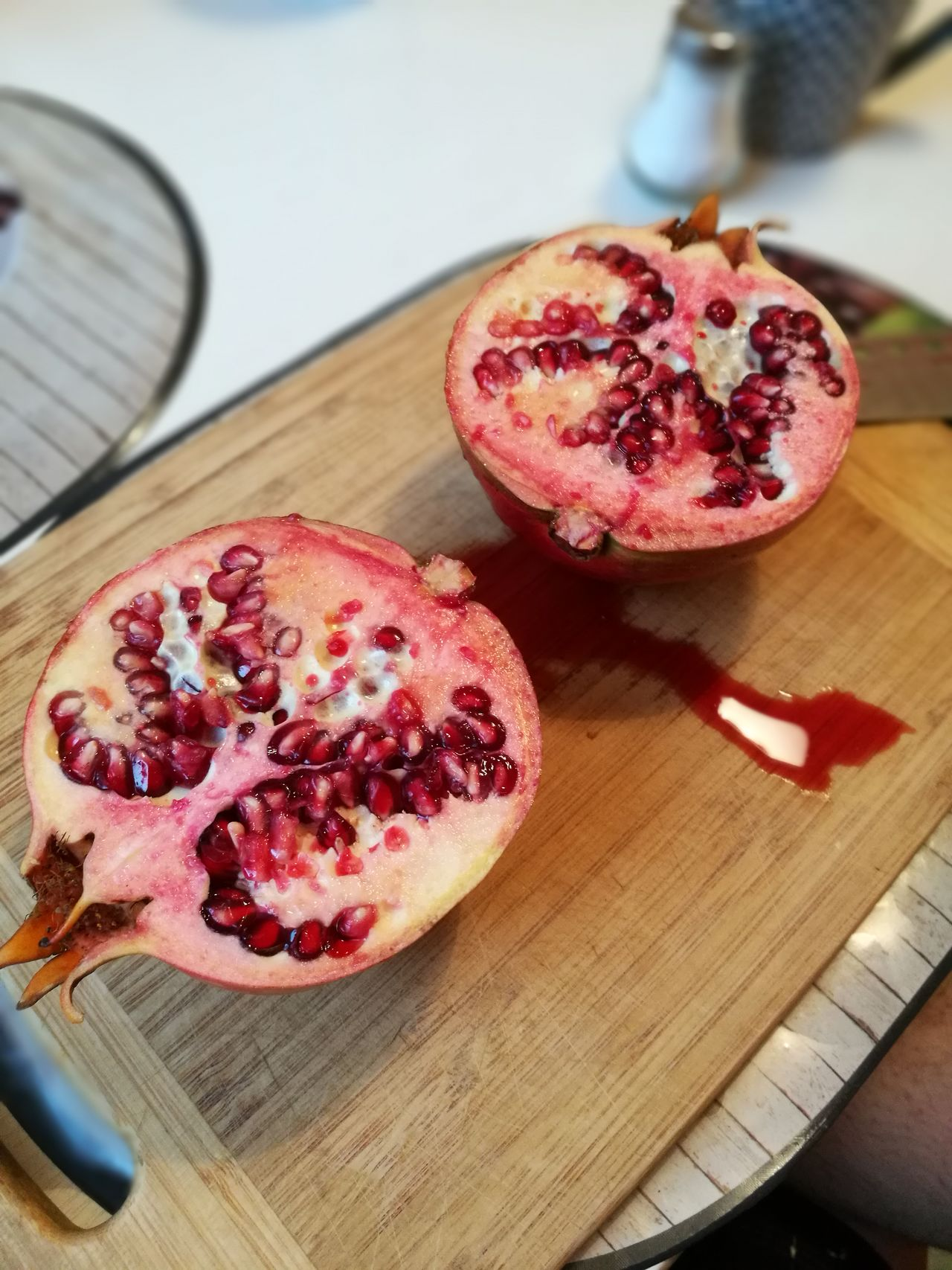 Maracujá Food And Drink Table Fruit Freshness Healthy Eating Indoors  Pomegranate Seed High Angle View Wood - Material Pomegranate Seed No People Food Day Close-up