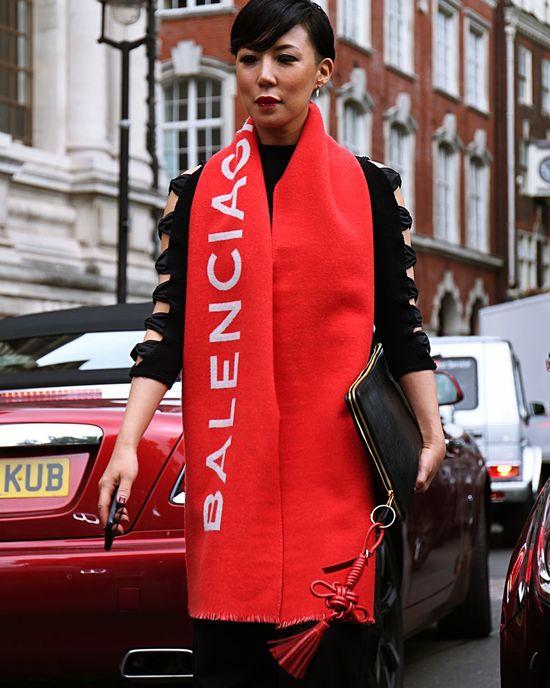 17 September 2017 Woman on the street during the London Fashion Week Cool Fashion London Streetwear Fashionista Fashionphotography Fashionweek Lfw  Londonfashionweek Look Moda Outfit Streetfashion Streetstyle Style Womensfashion Womenstyle Womenswear