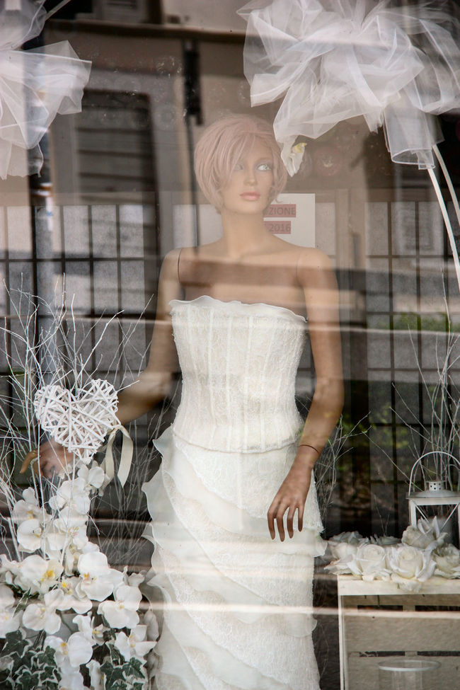 To marry or not to marry that is the question ... ma anche no. Clothing Day EyeEm Gallery EyeEmBestPics Flower Fragility Lifestyles Marry Dress My Point Of View Reflection On Glass Showcase July Storefront View To Marry Or Not To Marry That Is The Question Trasparent White On White