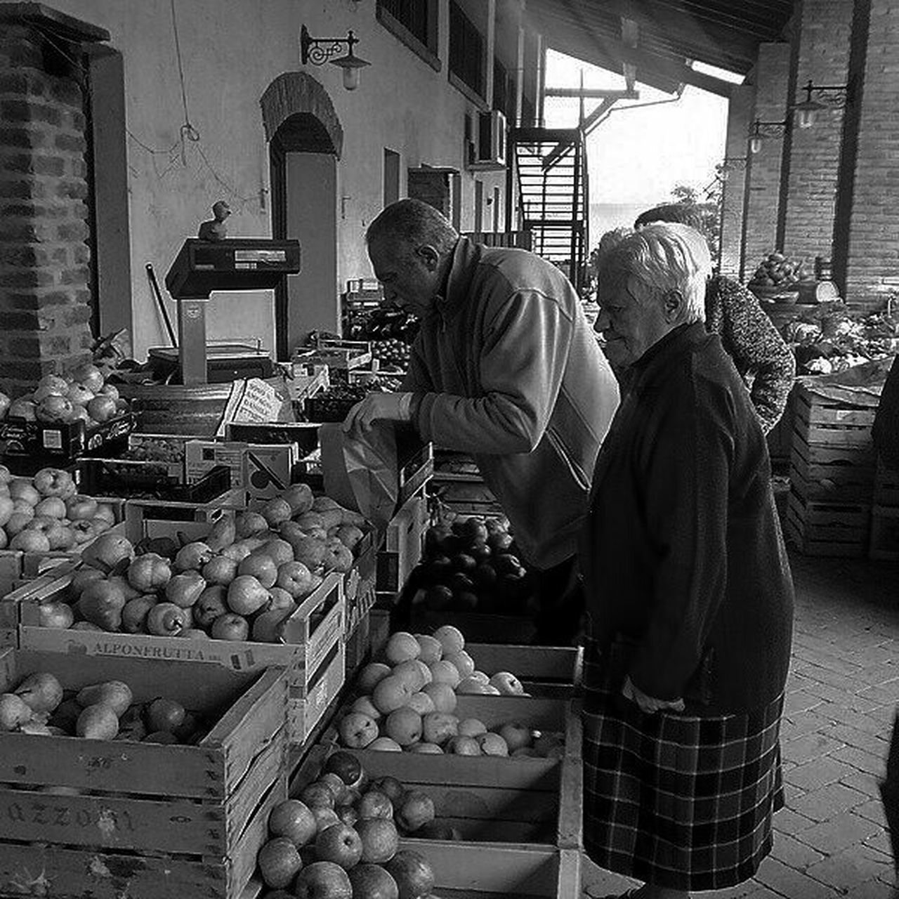 market, fruit, freshness, food, healthy eating, vegetable, market stall, food and drink, for sale, apple - fruit, two people, retail, day, outdoors, adults only, pumpkin, people, adult, only men, supermarket