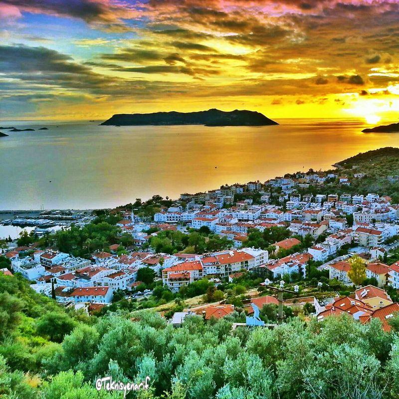 Güzel bir pazartesi günü akşamından herkese selamlar Pazartesi Kas Sunset City Cloud View Sea Meis ısland