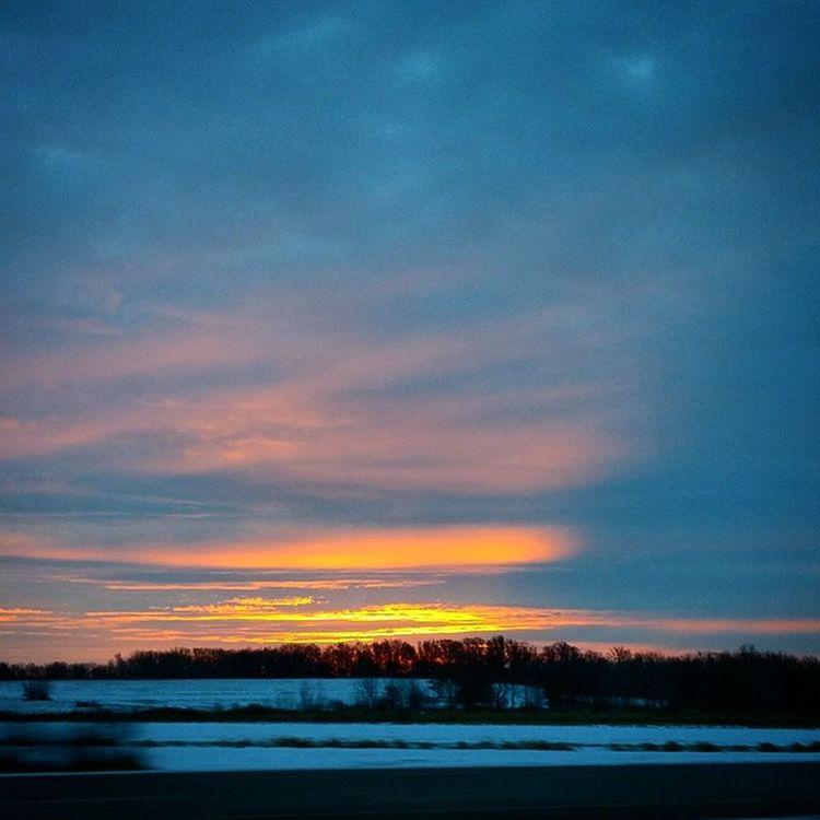 Sunrisestalker Everyday Joy Sunrise Nature Enjoying Life Sunset #sun #clouds #skylovers #sky #nature #beautifulinnature #naturalbeauty #photography #landscape Godsbeauty Ilovesunrisesandsunsets