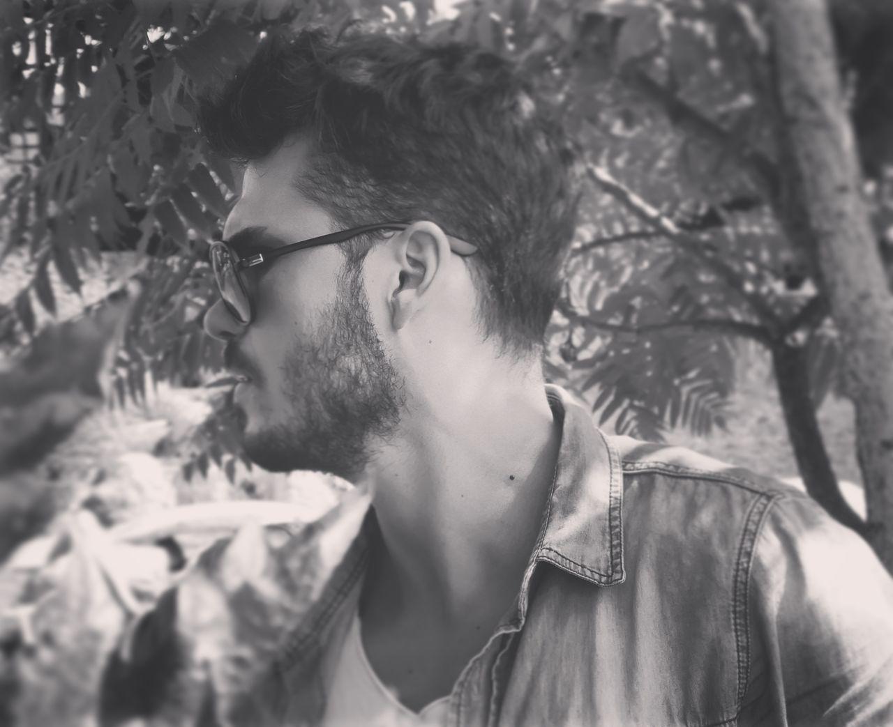 Goodmorning :) Blackandwhite Beard EyeEm Hello Turkey🙈😊 Goodmorning Sakal EyeEm Gallery First Eyeem Photo Hello World Thats Me  Ugly Face Antalyaturkey Gozluk Glasses EyeEm Best Edits EyeEm Nature Lover Türkiye Turkeyphotooftheday Self Portrait