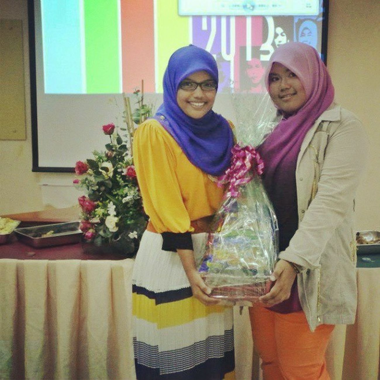 Prize givung ceremony...Kak Eiqa won the most coulour bursting outfit for ladies... Dinner Family JPK Seki AWESOME KIS