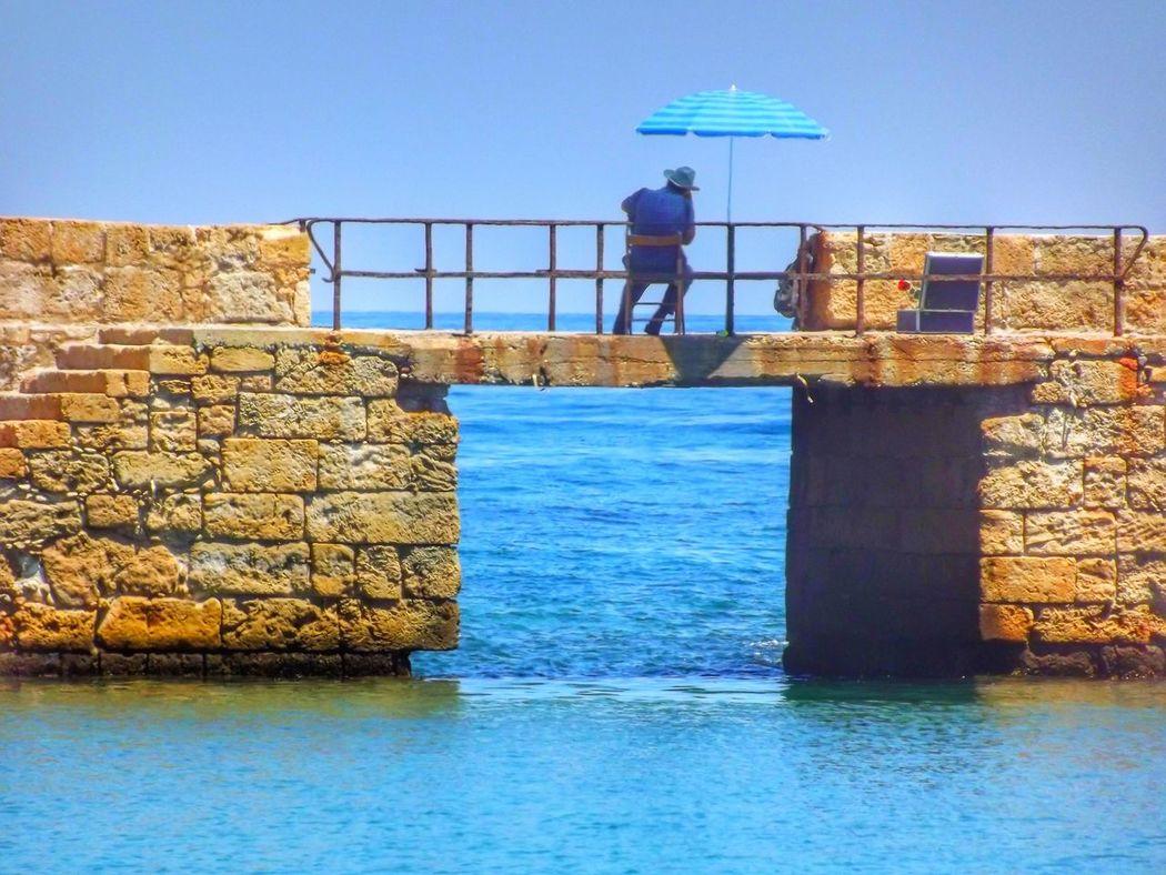 L'homme au parasol Homme Parasol Chania Greece Hombre Grece Sea See Mer La Canée Man Tranquille Crete Creta