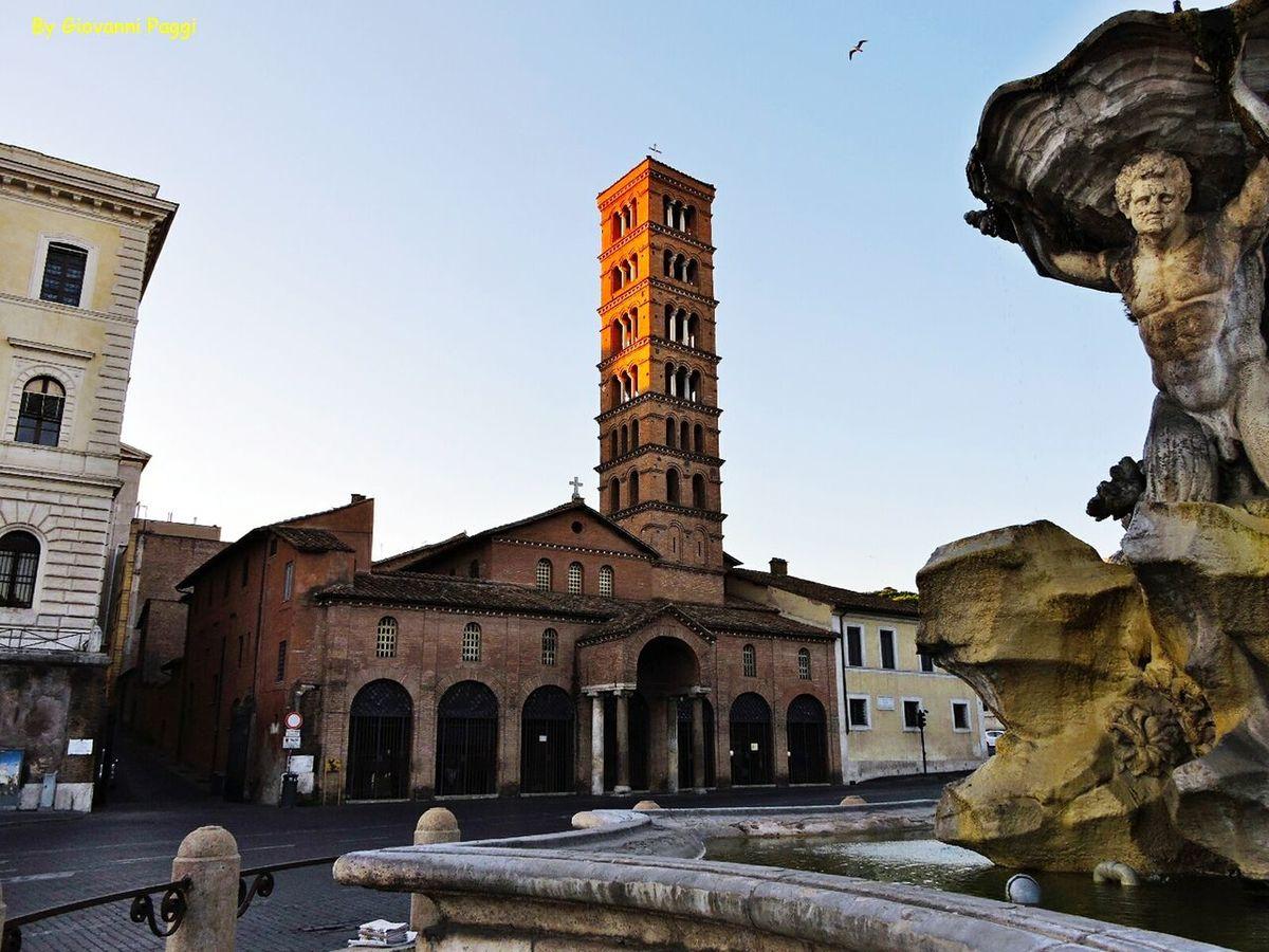 """""""Dal giro di questa mattina...una sosta in Piazza della Bocca della Verita'...la Chiesa di Santa Maria in Cosmedin..."""" 📷"""