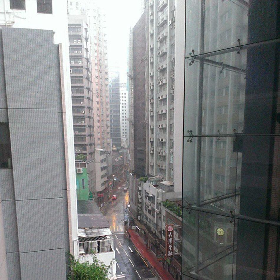 Typhoon no 8, jalanan lengang HongKong Localiiz Typhoon