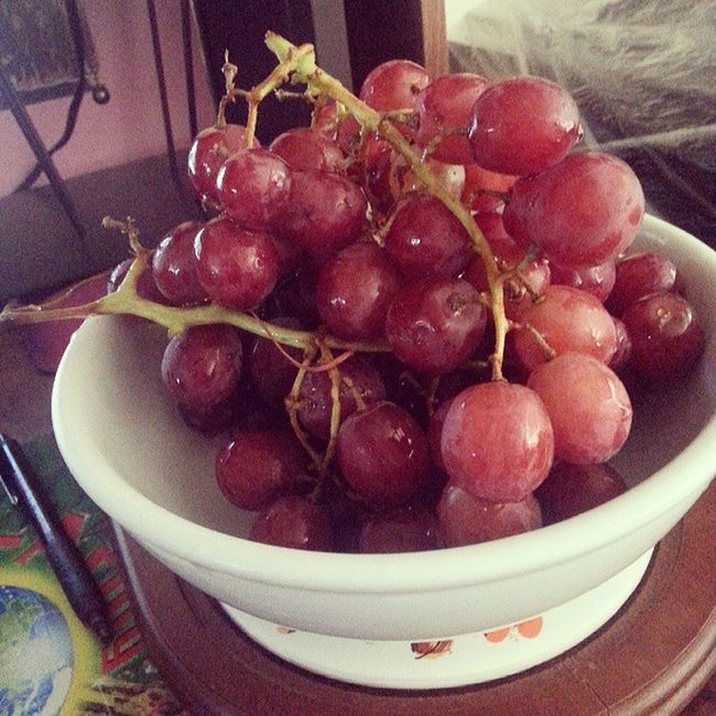 Gotta love fruit XD Fruitbowl Ieattomuch Gaming snack Ishouldbegettingreadyforschool grapes