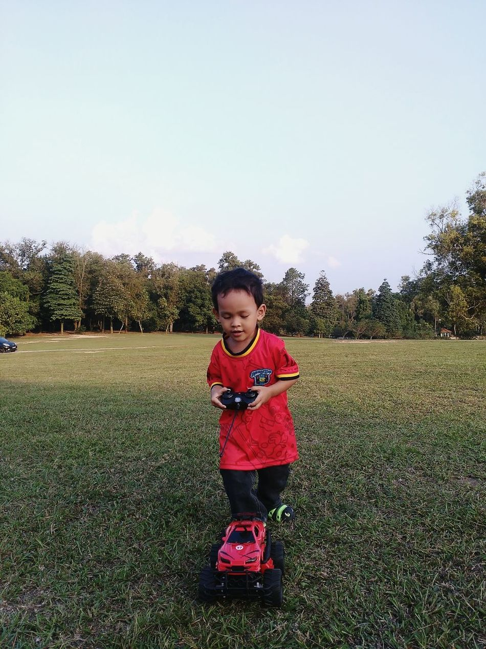 Spending Time with some kid.. Mini Car Releasetension Hanging Out Enjoying Life