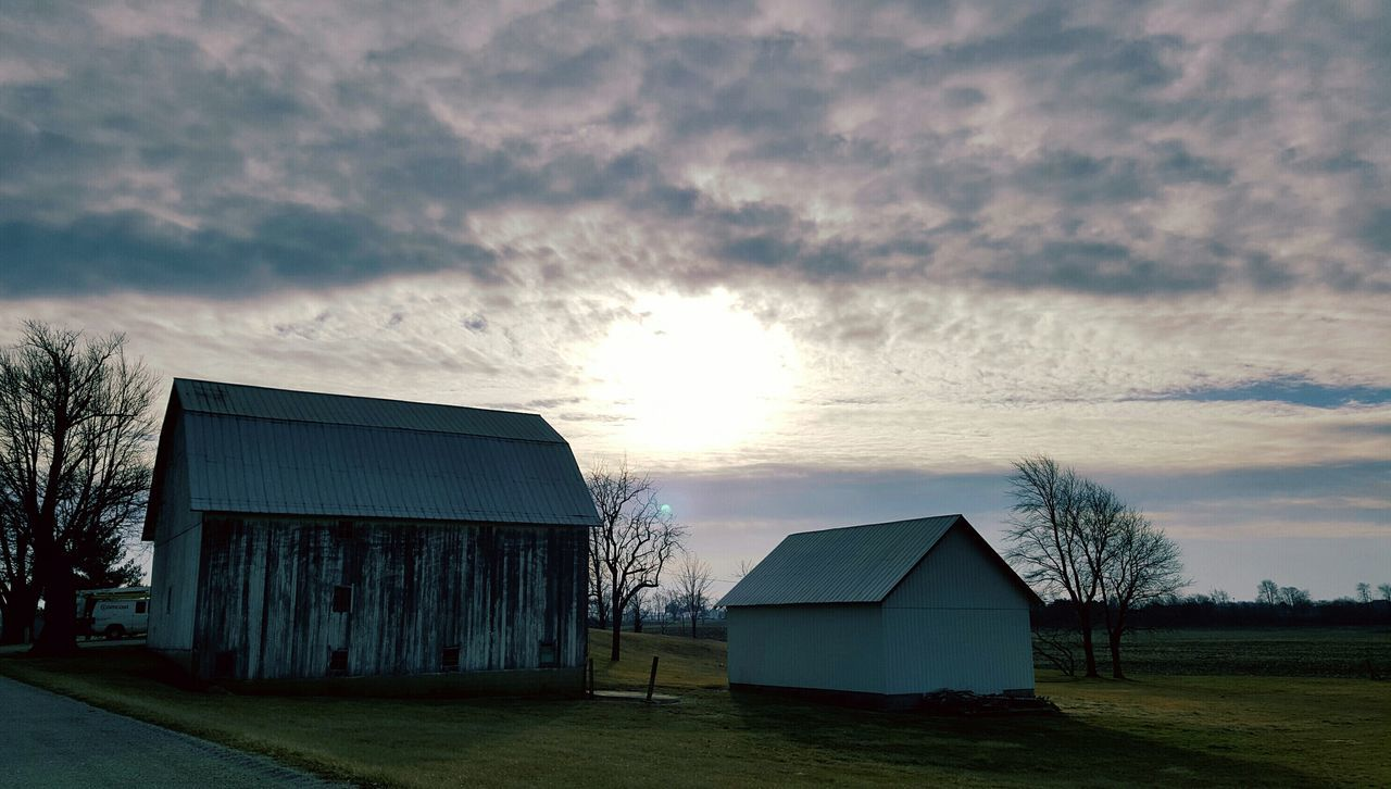 No Filter, No Edit, Just Photography Sunset #sun #clouds #skylovers #sky #nature Beautifulinnature Naturalbeauty Photography Landscape [a:28590] Taking Photos Country Country Life Indiana Sunset IndianaIndianamaxwell Barnporn Barnlife Farm Life Barn Old Barns old barnLandscapes With WhiteWall