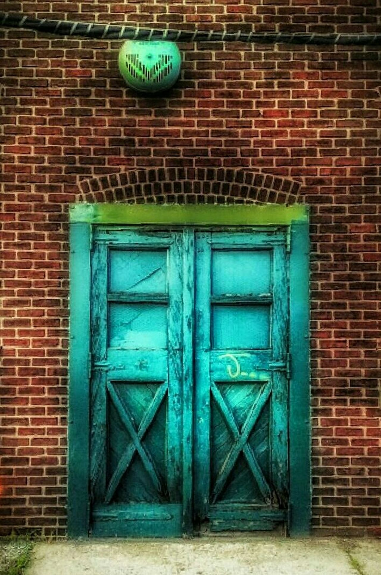 Green Lantern... Door Architecture Closed Brick Wall Outdoors Building Exterior Built Structure AMPt - My Perspective AMPt - Ethereal AMPt Community The Street Photographer - 2017 EyeEm Awards Brickporn Doors AMPt - Street Urban Exploration AMPt - Abandon Green Green Color Abandoned Places Abandoned Buildings Abandoned & Derelict Close-up