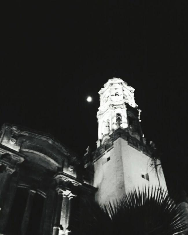 Luna y arquitectura Night Architecture Moon Built Structure Sky Enjoying Life Eye4photography  EyeEm Best Shots Mexicodf City Life Building Exterior Walking Around