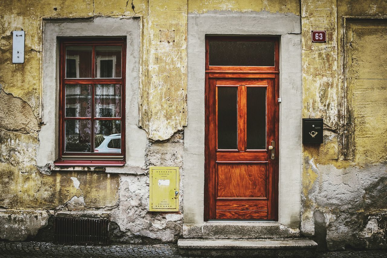 door, architecture, building exterior, closed, built structure, window, outdoors, house, day, no people