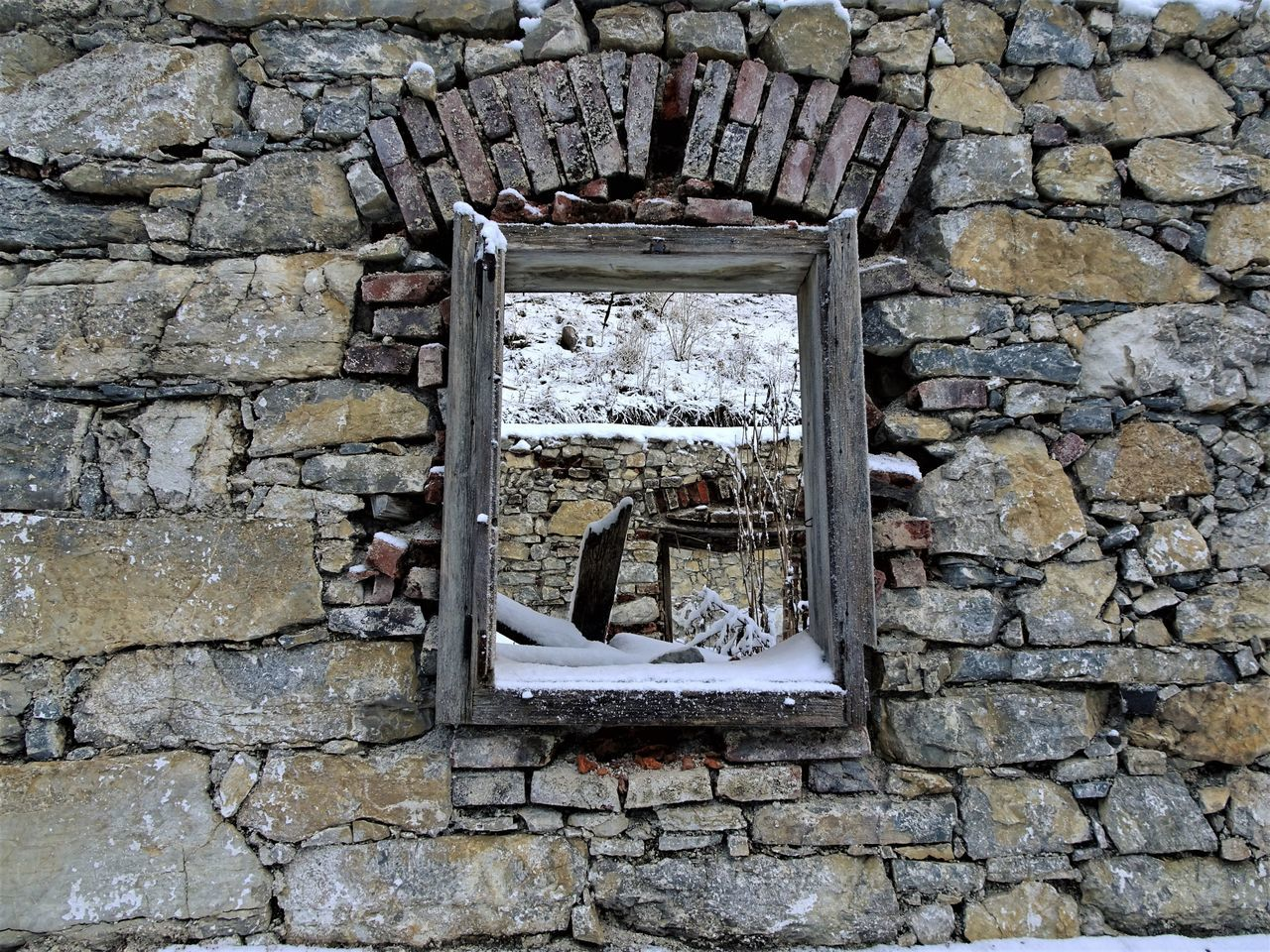 architecture, built structure, stone wall, brick wall, window, building exterior, no people, stone material, day, damaged, abandoned, outdoors, close-up