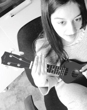 Música por favor Showcase: November Sister Instruments MasMusicaPorFavor Uruguay Greatmoments Iphonephotography Iphone5s Photography Black & White