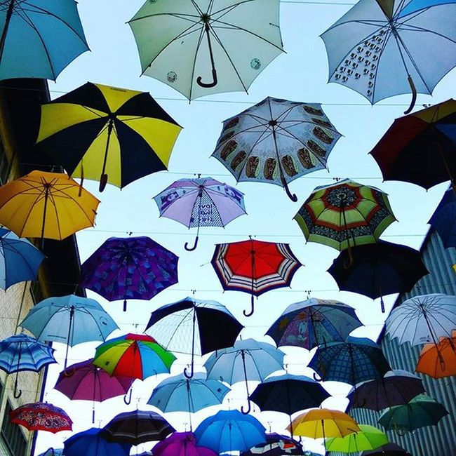 Every summer has it's own story! Lastsummerdays Zurichlifestyle Dasischzüri Norain Umbrella Enjoyinglife  Smithwinefestival Geroldstrasse Hotsummerevening
