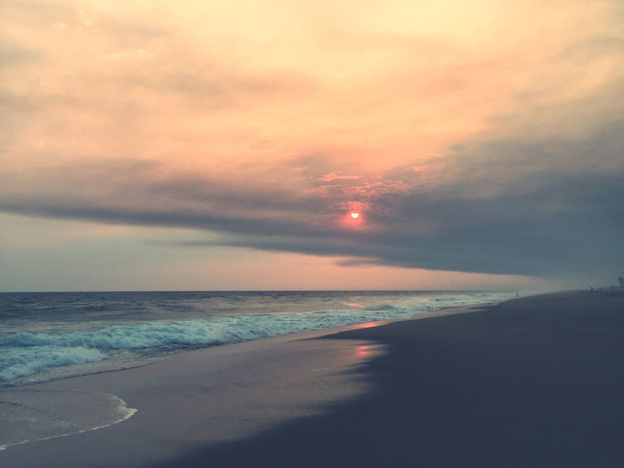 sea, horizon over water, scenics, water, beauty in nature, nature, beach, tranquil scene, sky, sunset, tranquility, idyllic, cloud - sky, no people, outdoors, wave, vacations, travel destinations, day