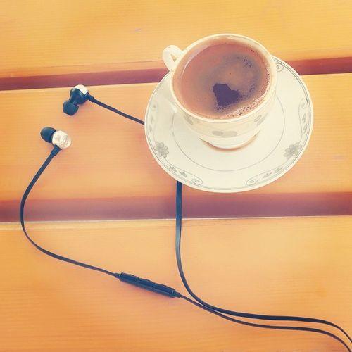 Hic bir topuk tikirtisi bu kadar davetkar olamaz Sezenaksu Klsaikler Kahvem Zeugmabahce muzik ucubirarada mutluluksebebi