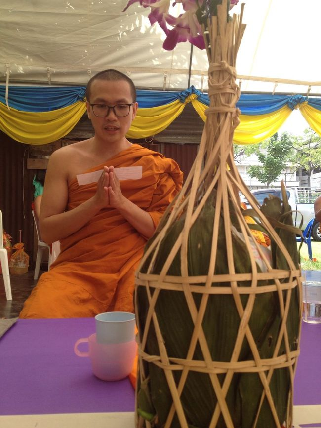 #ประเพณีต่านก๋วยสลาก #ต่านก๋วยสลากวัดเบญ #กรุงเทพ Than Salaka Pat is a tradition of offering things to monks by drawing lots by northern people #thaitraditional ThaiTemple Marbletemple BangkokThailand