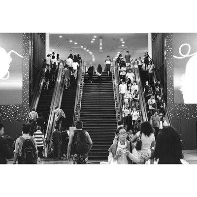 繁忙的街道上, 我移动置身人群之中, 原来我平凡得很普通. 261215 Saturday Photography Nikon DSLR D5200 Lenovo Street Portrait Instagram Instapost Instalike Instadaily VSCO Vscofile Vscocam Myalbum