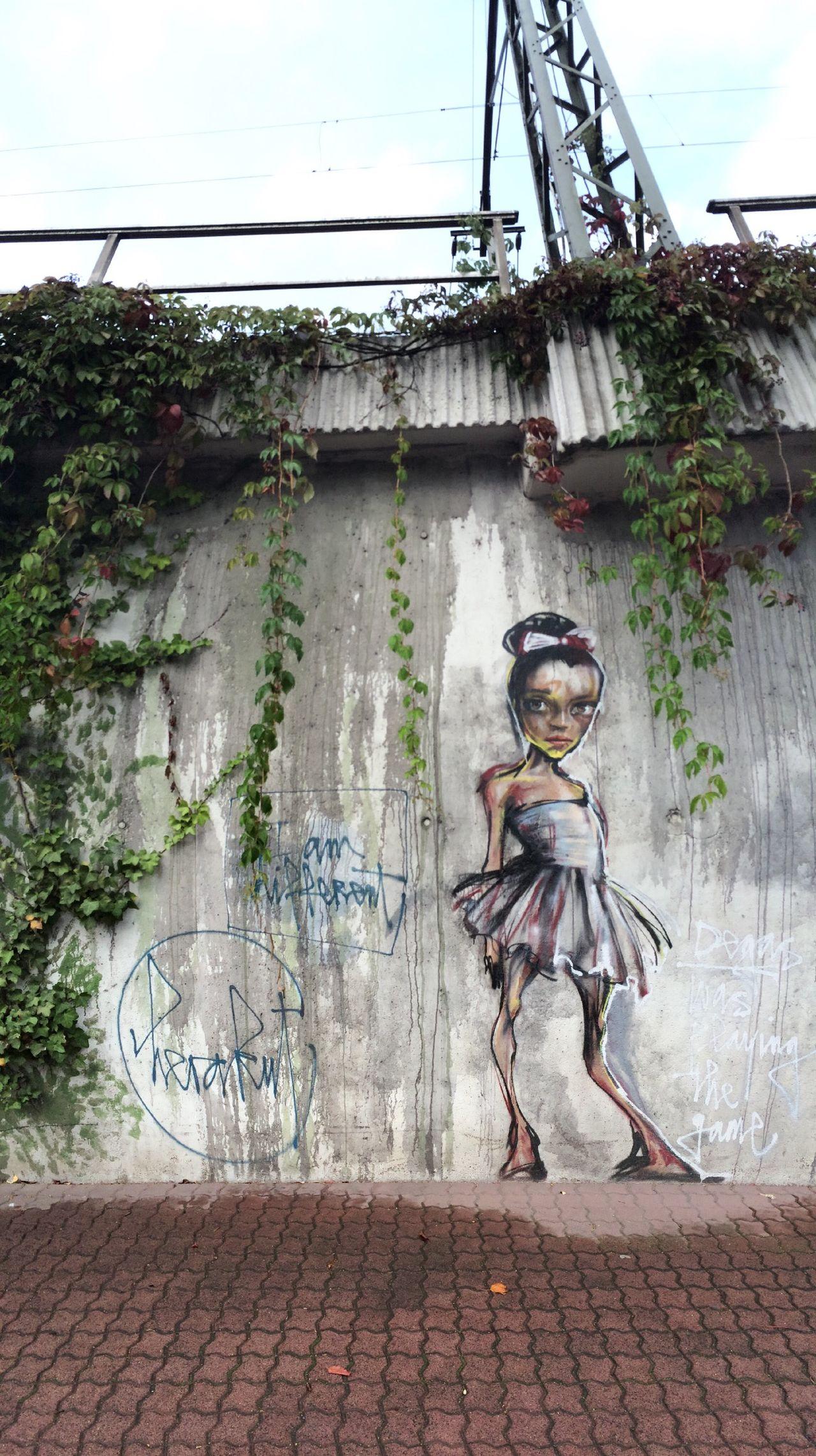 Degas was playing the game. Graffiti Mural (feat. Edgar Degas) in Bad Vilbel by Street Art Duo 'Herakut'.