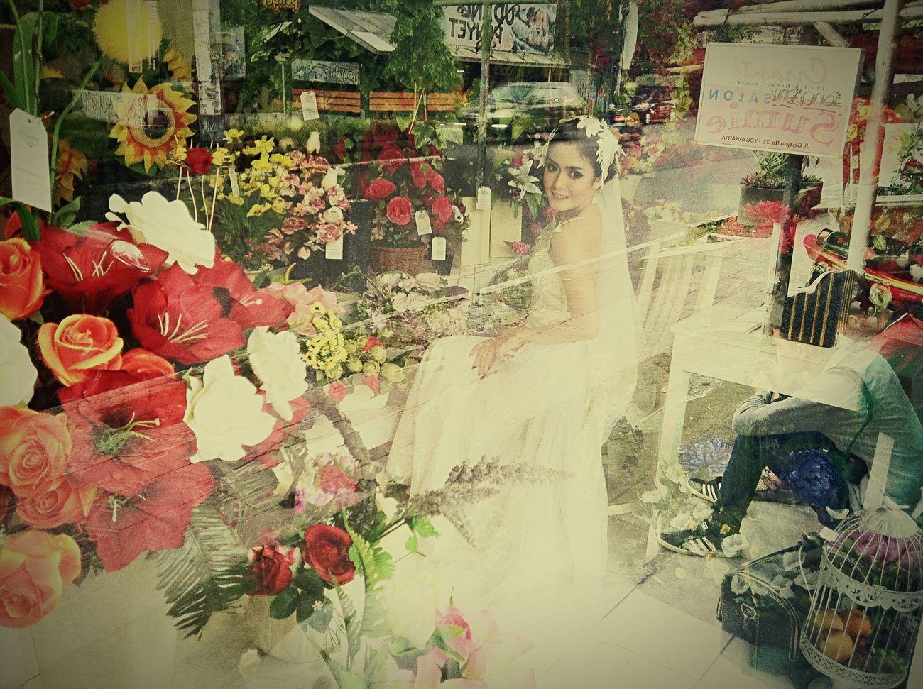 Dibalik kaca itu... Roses Are Red Enjoying Life Picoftheday Instamood Flowers Photoshoot Mood Model Photo