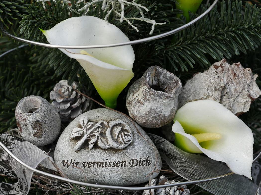 Friedhof Grabschmuck Trauer Allerheiligen Close-up Day Indoors  No People
