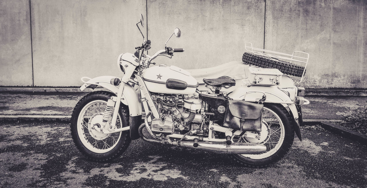 Black & White Black And White Black And White Photography Blackandwhite Blackandwhite Photography Building Exterior Day Land Vehicle Mode Of Transport Motorbike Motorcycle Motorcycle No People Outdoors Scooter Stationary Streetart The Street Photographer - 2017 EyeEm Awards Transportation
