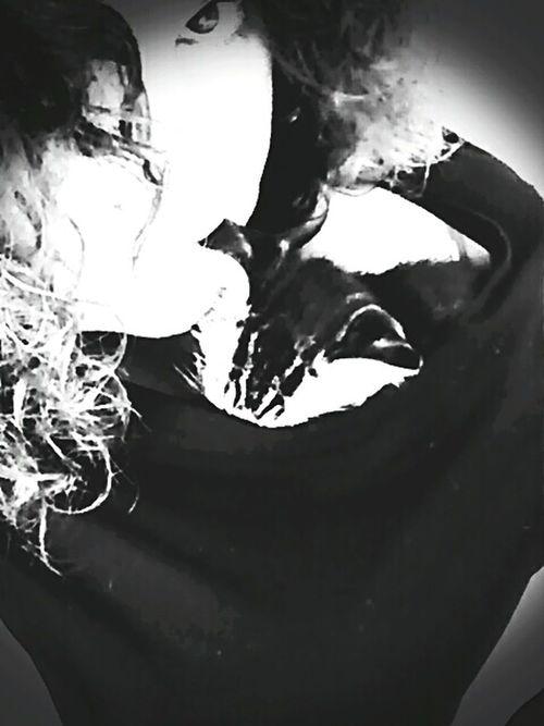Et mordre l'oreille du chat 😜😸😻 Today:-) Noir Et Blanc Good Vibes✌ That's Me Enjoying Life Just For Fun La Vie Et Belle ❤ Happyness Blackandwhite Cats Of EyeEm