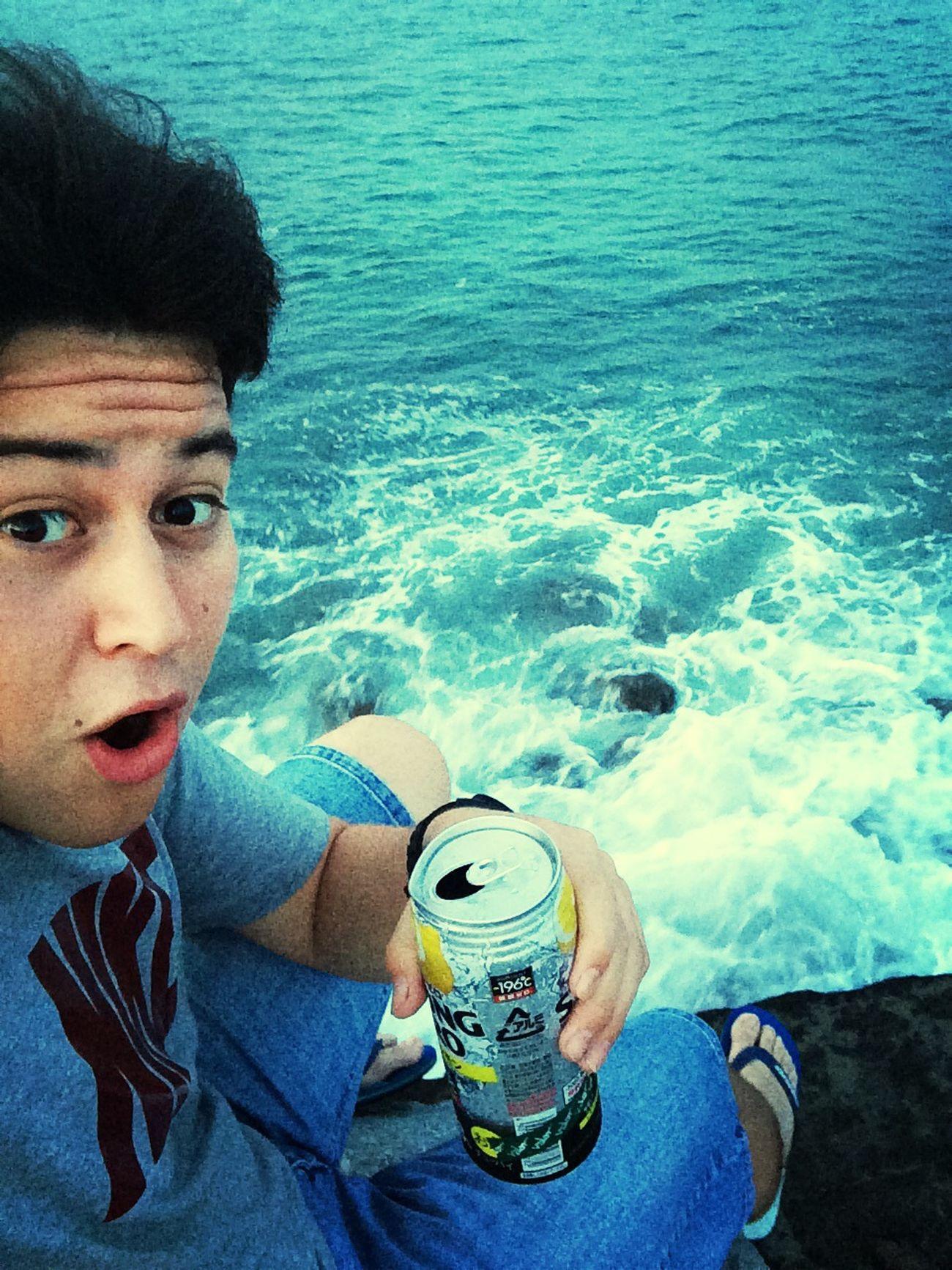Hello World Enjoying Life Relaxing That's Me Disfrutando de la fuerza del mar ?