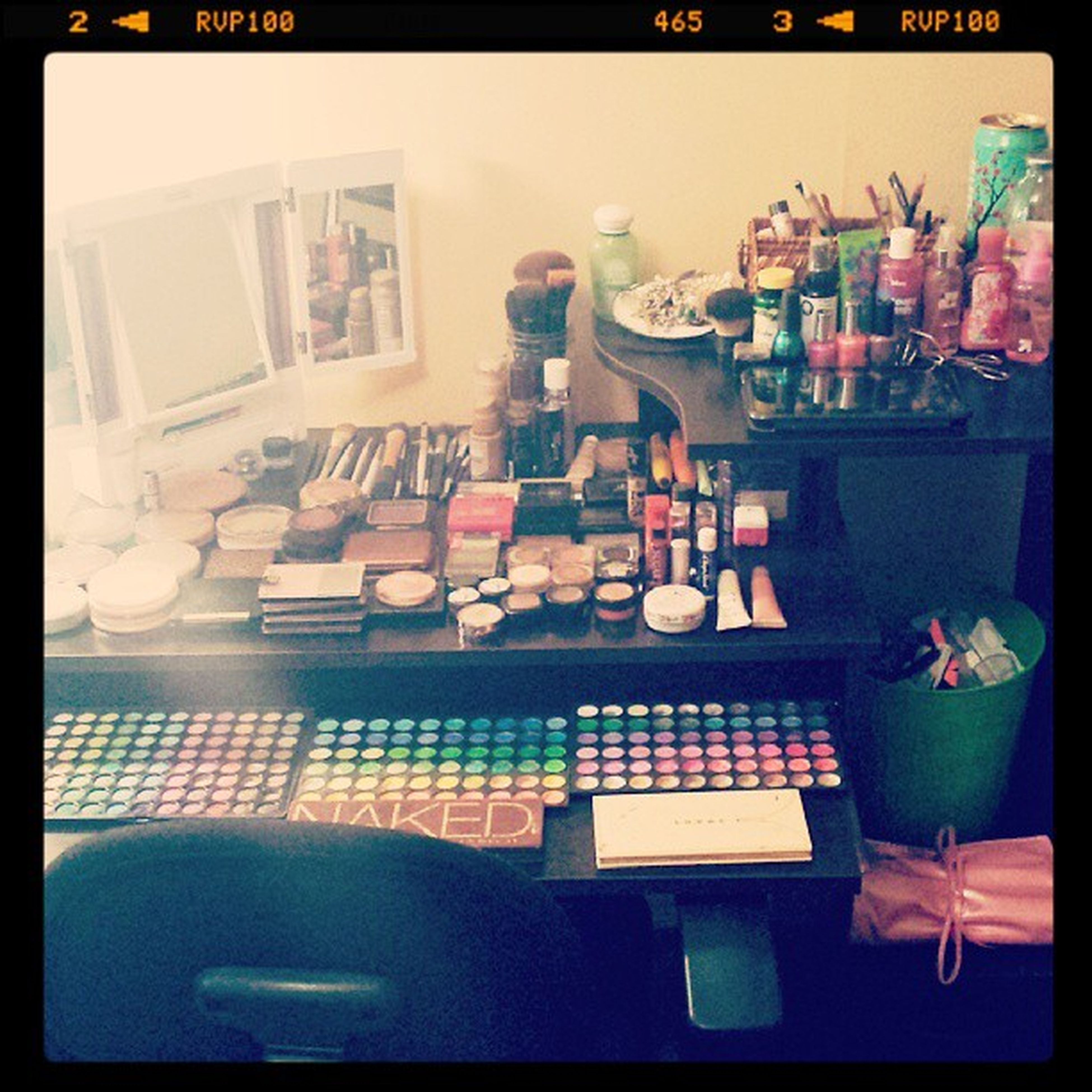 Just got setting up my makeup desk ♡♥ I love it! Now all I need is my ring light and my daylight photography umbrellas! I cant wait! Studiointhemaking Themagneticbeauty Youtubeguru Beauty beautyguru