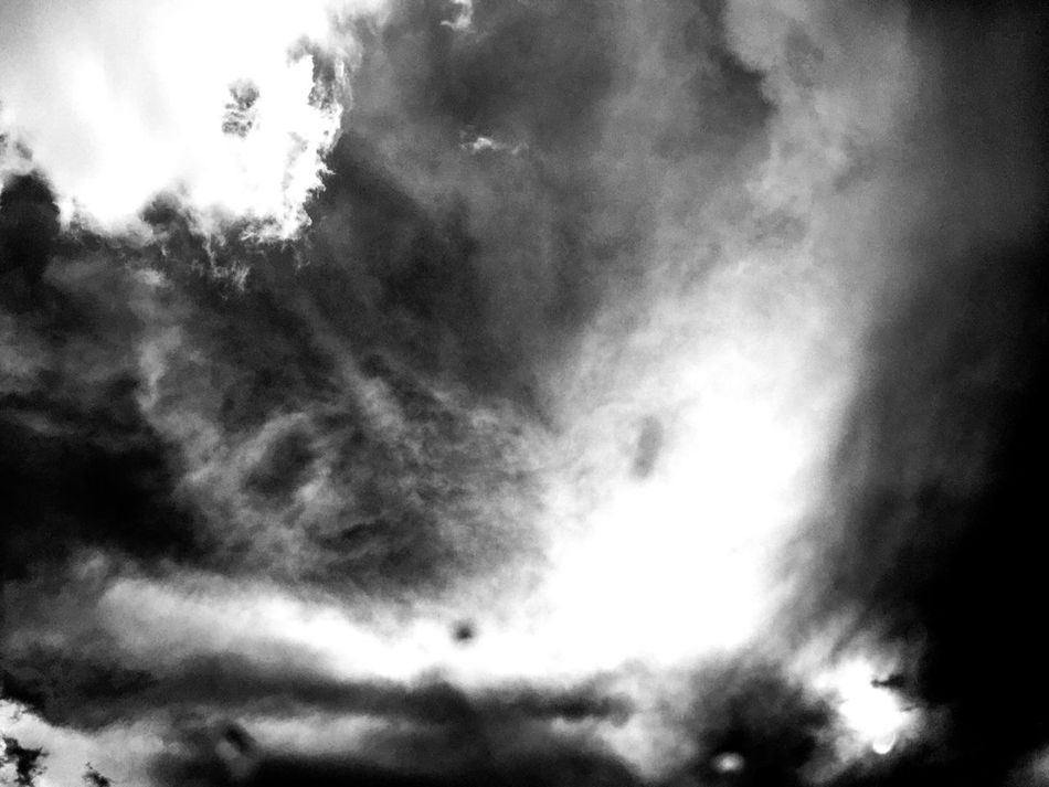 Same as the last just black and white Mysterious Clouds Sky And Clouds Light Vs Dark Storms Sun Daylight Black&white Nature EyeEmStimulating
