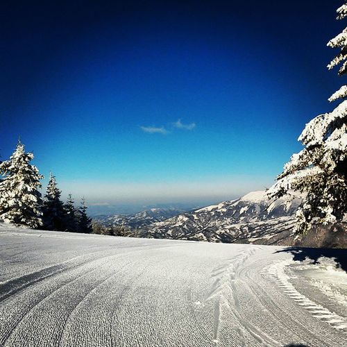 epic view but i'm here for skiing ? woohooo ❄☀ Staraplanina Oldmountain Srbija Serbia winter zima landscape pejzaz nature priroda snow sneg skiing skijanje sky nebo blue plavo