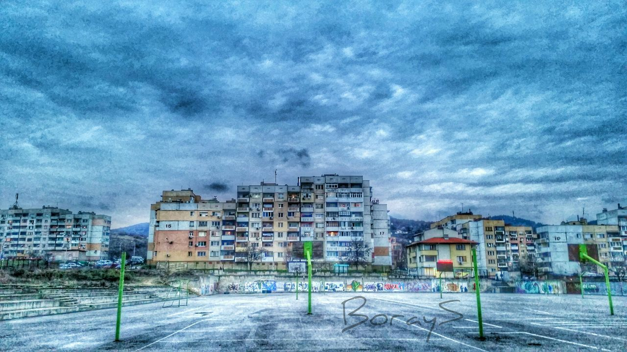 Streetphotography Sky EyeEm Best Shots EyeEm Best Edits Eye4photography  Urban Geometry Cityscapes HDR Clouds And Sky Enjoying The View