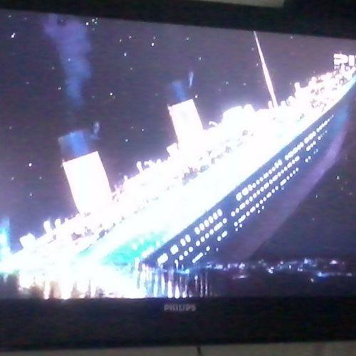 Ta afundando.. Vish, afundou! :'( Titanic Afundou Fudeo Bye Jack Rosé