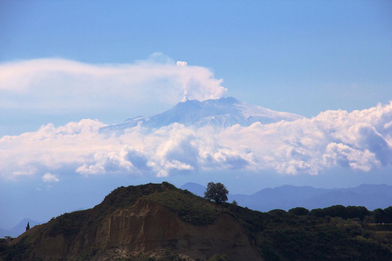 Suddenly behind a hill in Reggio Calabria... Volcano Etna Eruption Volcano Eruption ReggioCalabria Reggio Di Calabria EyeEm Nature Lover