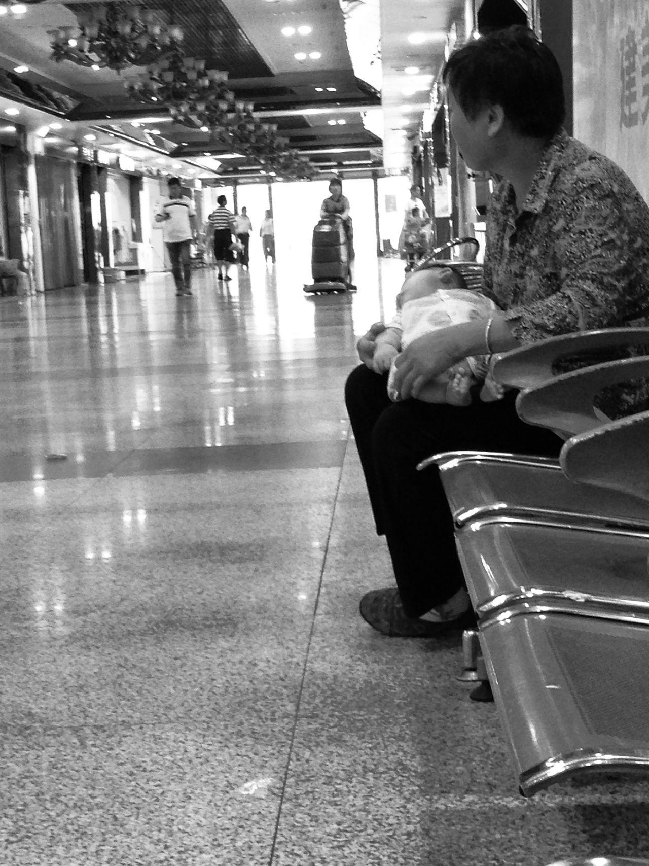 Babies China Naps Urinating Urinating In Public Waiting Women