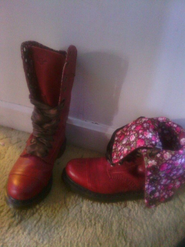 Shoe gamee today ... Doc Martins ! :)