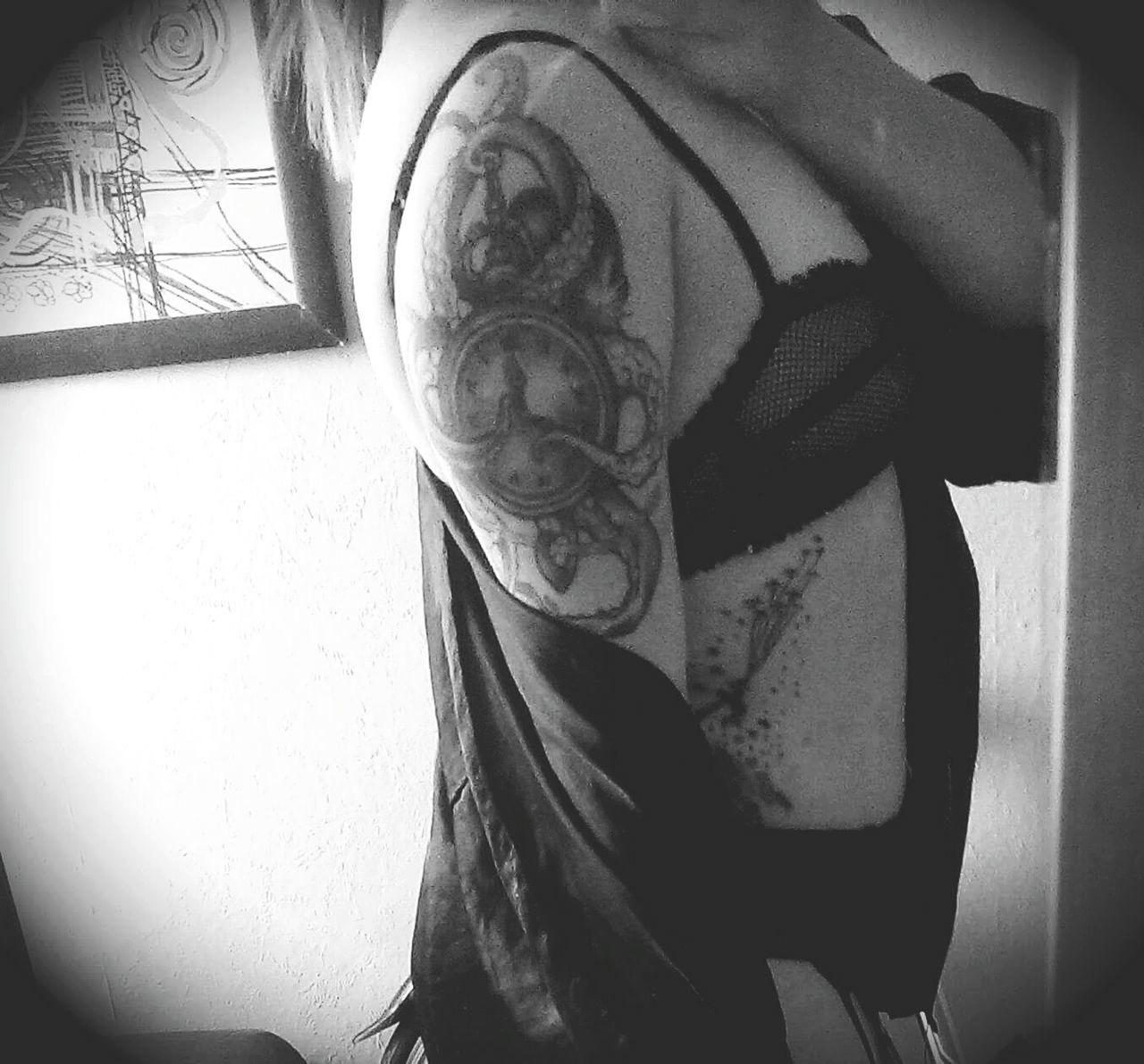 Real People Tatuaż Tatoos Follow Me! Black And White Beautiful Woman Women Beauty My Body ^-^ Model Pose Art Gallery Photography